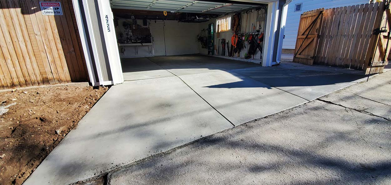 Denver cement contractors Denver COncrete Inc replacement cement driveway